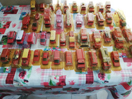45 Véhicules De Pompiers Solido Collection Hachette Avec Livre + 4 Figurines Et Une Pompe A Eau - Solido