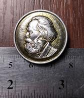 Karl Marx Metal Badge Lapel Pin PROPAGANDA Communist Party Soviet Union USSR - Celebrities