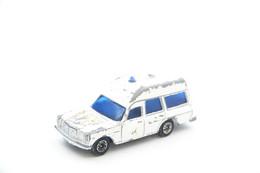 CORGI JUNIORS: Mercedes Benz 2200 Binz Ambulance, Scale : 1/64 - Vintage - Matchbox