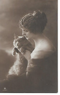 Woman With Cat, Frau Mit Katze, Femme Avec Chat, Donna Con Gatto - Mujeres