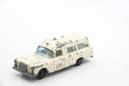 Matchbox Lesney 3C4-4 Mercedes Benz Binz Ambulance - Regular Wheels, Issued 1968, Scale : 1/64 - Matchbox