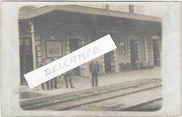 87 CARTE PHOTO MAGNAC LAVAL LA GARE ET SON PERSONNEL 1919    BEAU PLAN - Altri Comuni