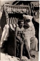 Photo Originale Eisbär, Déguisement D'Ours Blanc Polaire & Sa Pin-Up En Cabine De Plage Vers 1950/60 H. Wachs, Zinnowitz - Anonymous Persons