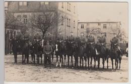 (F15872) Orig. Foto 1.WK, Deutsche Soldaten Auf Pferden, Kasernenhof 1914-18 - Guerra, Militari