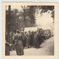 (F1617) Orig. Foto 2.WK Fahrzeugkolonne, Rast, 1940er - Guerra, Militari