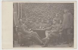 (F16235) Orig. Foto Deutsche Soldaten, Gemütl. Runde Bei Elixir U. Advokaat 1918 - Guerra, Militari