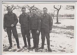 (F1641) Orig. Foto Luftwaffe-Soldaten In Winterlandschaft, 1940er - Guerra, Militari