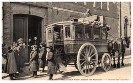 62 Pensionnat St-Joseph De BUCQUOY - L'arrivée Par Omnibus - Andere Gemeenten