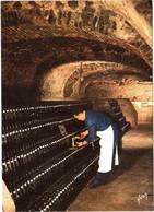 "CPM 51 (Marne) Epernay - Champagne Perrier-Jouët - Vue Des Caves. Conservation Des Bouteilles Sur ""pointes"" - Reclame"