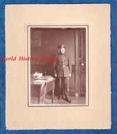 Photo Ancienne Vers 1920 - PARIS ? - Beau Portrait D'un Policier - Voir Uniforme Képi Ceinturon - Comissariat ? Police - Guerra, Militari