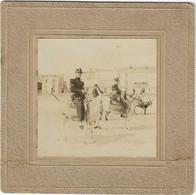 Photo Albuminée D(un Major Et De Son Secrétaire Sur La Plage Des SABLES D'OLONNE: 1909 - Guerra, Militari