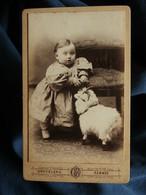 Photo CDV Graveleau à Rennes  Gros Bébé En Robe Avec Un Bélier En Peluche  CA 1890 - L559 - Anciennes (Av. 1900)
