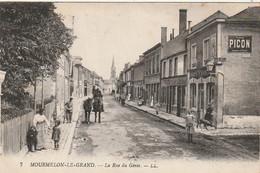 EP 24  -(51) MOURMELON LE GRAND  -  LA RUE DU GENIE - ANIMATION -  COMMERCES , CAFE FRANCAIS  - 2 SCANS - Mourmelon Le Grand