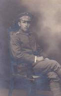 AK Foto Deutscher Soldat Mit Schirmkappe - 1. WK (57231) - Oorlog 1914-18