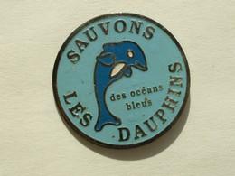PIN'S SAUVONS LES DAUPHINS DES OCEANS BLEUS - Animaux