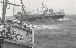 TRISTAN DA CUNHA - Seamanship. M.V. Tristania II Taking M.V. Melodie In Tow (1979) - Publ. R. Svensson - Saint Helena Island
