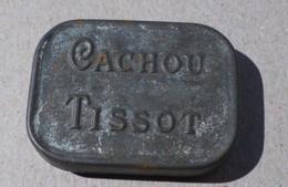 Ancienne Boîte En Tôle CACHOU TISSOT Premier Modèle - Boxes