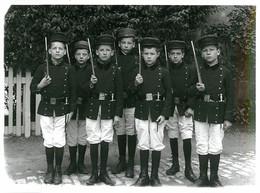 Exceptionnel Photographie Histoire Les Enfants Militaires. Des Années 1935 - 1950 Format 180x130 - Professions