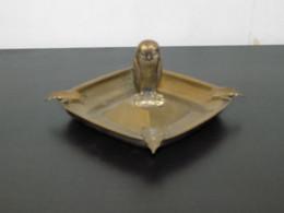 Cendrier En Métal Avec Figurine Chouette En Son Centre - Otros