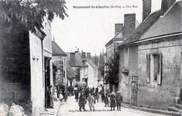 72   BEAUMONT LA CHARTRE  UNE RUE ANIMEE - Beaumont Sur Sarthe