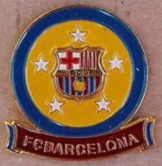 FC BARCELONE - BARCELONA - FOOTBAL CLUB - ESPAGNE - CATALOGNE - FOND JAUNE BORD BLEU - BALLON - CALCIO - SOCCER -   (27) - Football