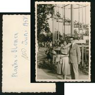 Foto 1958 JUNGE FRAU / MÄDEL + MANN IN PLANTEN UN BLOMEN HAMBURG Ca. 10 X 7 Cm Mode Erotik - Anonymous Persons