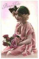 CPA - Carte Postale -Belgique-Bonne Fête Une Jeune Fille Avec Son Bouquet De Fleurs 1923  -VM35374 - Otros