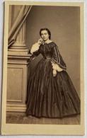 CDV. Portrait D'une Femme. Robe. Photographe Molas. Toulouse. France. - Oud (voor 1900)