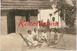 Belgisch Congo Belge Elèves Catéchistes Autour Du Pot Au Feu Mission Des Jésuites Au Kwango CPA Missionary Jezuieten - Belgian Congo - Other