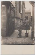 (F8749) Orig. Foto Hund Macht Männchen Am Hauseingang Von O. Sauerwein, Geburtst - Otros