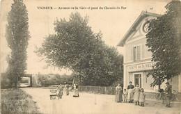 VIGNEUX SUR SEINE Avenue De La Gare Et Pont Du Chemin De Fer - Vigneux Sur Seine