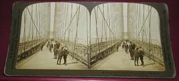 Stéréo 010, HC White CO 21, Along The Walk, Brooklyn Bridge, New York, Bon état - Stereoscopic