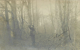 030821 - CARTE PHOTO - CHASSE CHASSEUR BOIS A IDENTIFIER LOCALISER TIR PERDRIX FUSIL - Chasse