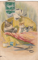 CARTE FANTAISIE. CPA. ILLUSTRATION. LES CHATS DANS LA CORBEILLE A COUDRE. + TEXTE ANNEE 1914 - Gatos