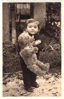 ENFANT Et JOUET : OURS EN PELUCHE GÉANT / CHILD With TOY : GIANT TEDDY BEAR - PHOTO ANCIENNE / OLD PHOTO - 1942 (ah822) - Otros