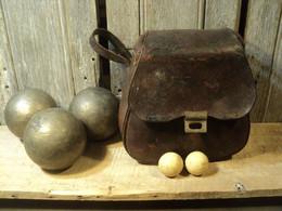 Ancien Jeu De Boules Lyonnaises En Bronze Ou Laiton Avec Sacoche Et Deux Cochonnets . - Bowls - Pétanque