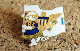 Pin's VILLE RÉGION PAYS - USA Armoiries Des ILES VIERGES - Ours - EMAIL - Fabricant COA1983 - Cities