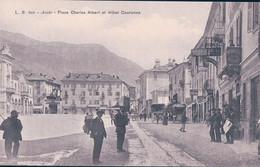 Italie, Val D'Aosta, Aoste Place Charles Albert Animée Et Hôtel De La Couronne, Automobiles (601) - Aosta