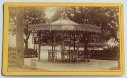 CDV Photographie Ancienne Vichy Kiosque Fontaine Du Parc - Plaatsen