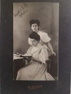 """Italy Italia Foto E. MANENIZZA Trieste  16 X 10 Cm Donne Eleganti Con Libro. """"Melodia Con Elsa 1907"""" Elody Oblath ? - Otros"""