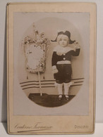 Italy Italia Foto Album CONTERNO FRANCESCO Dogliani. Bambino Vestitino Paggio Con Vessillo. Child With Flag - Otros
