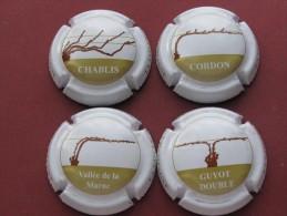 Série De 4  Capsules De Champagne Générique,  LA TAILLE DE LA VIGNE EN CHAMPAGNE - Colecciones