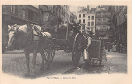 PARIS Vécu - CPA - Les Petits Métiers - Dans La Rue - Livreur De Lait - Artigianato Di Parigi