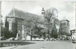Sneek 1967; N.H. Kerk Met Klokkenstoel. (Martinikerk) Veel Oude Auto's - Gelopen. (Hema) - Sneek