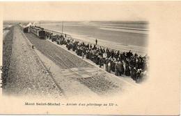 50 Manche - MONT SAINT-MICHEL - Arrivée D'un Pèlerinage, Train, Très Animée - Le Mont Saint Michel