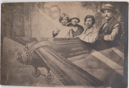 PHOTO - AVIATION - MONTAGE PHOTOGRAPHIQUE - NEW-YORK- PARIS à Bord Du LINBERG En Famille, Homme, Femmes Et Enfant - Aviation