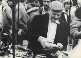 Types Et Choses Vues à Bruxelles - Vieux Marché, Marchand D'Armes - Altri