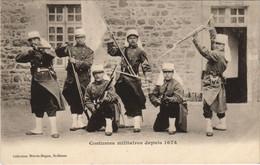 CPA AK Saint Brieuc Costumes Militaires FRANCE (1137136) - Saint-Brieuc