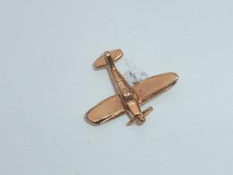 Pin's AVION DORE B - Airplanes