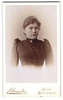 Fotografie Schrader, Einsiedeln, Portrait Frau Im Biedermeierkleid Mit Brosche Und Locken - Persone Anonimi
